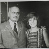 Emilio Oribe  con una niña